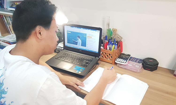 Nam sinh Hà Nội đỗ 6 lớp chuyên: 'Cha mẹ là điểm tựa'