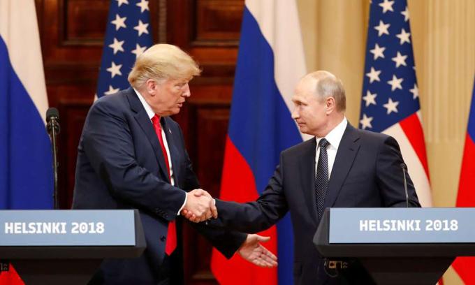 Tổng thống Donald Trump (trái) và Tổng thống Vladimir Putin tại hội nghị thượng đỉnh Mỹ - Nga ở Helsinki, Phần Lan, tháng 7/2018. Ảnh: Reuters.