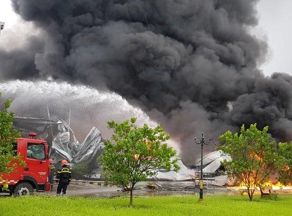 Kho sơn cháy lớn ở khu công nghiệp Yên Phong, Bắc Ninh. Ảnh: Đức Thuỷ
