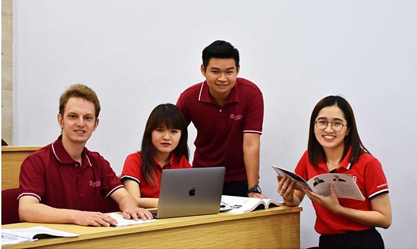 UEH-ISB hợp tác ĐH Macquarie triển khai Du học bán phần
