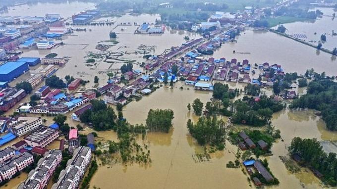 Thị trấn Cố Trấn, thành phố Lục An, tỉnh An Huy, ngập trong nước lũ ngày 20/7. Ảnh: Xinhua.