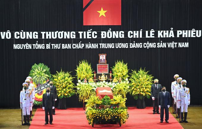 Linh cữu nguyên Tổng bí thư Lê Khả Phiêu quàn tại Nhà tang lễ Quốc gia, Hà Nội. Ảnh: Giang Huy