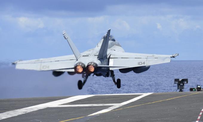Tàu sân bay Mỹ diễn tập trên Biển Đông