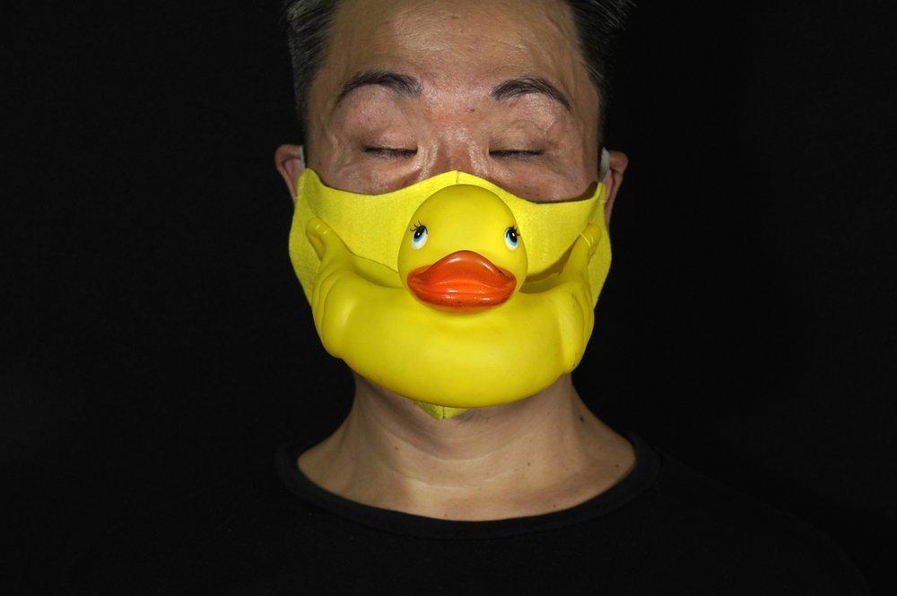 Nghệ sĩ Hong Kong thiết kế khẩu trang