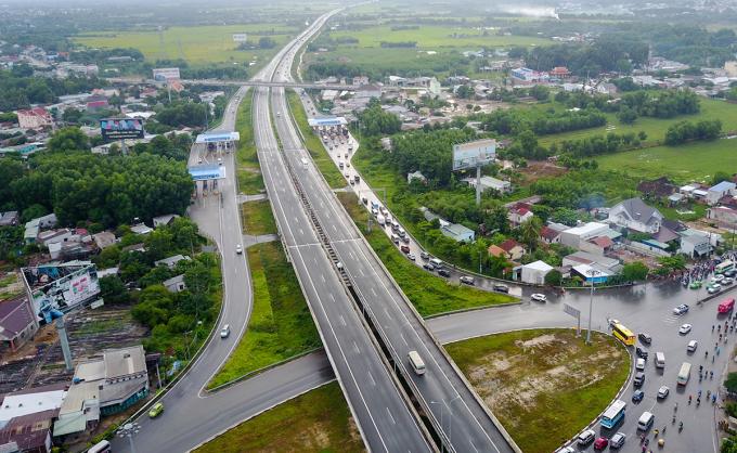 Cao tốc TP HCM - Long Thành - Dầu Giây qua thị trấn Long Thành. Ảnh: Quỳnh Trần