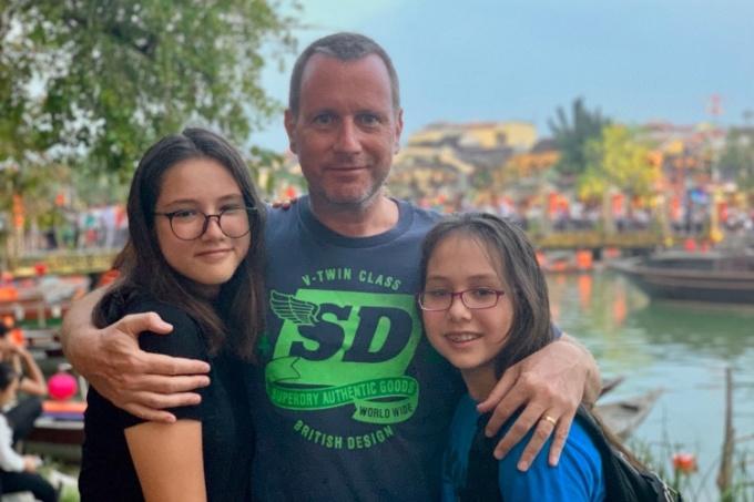 Stefan và hai cô con gái tại Hội An năm 2019. Ảnh: Nhân vật cung cấp.