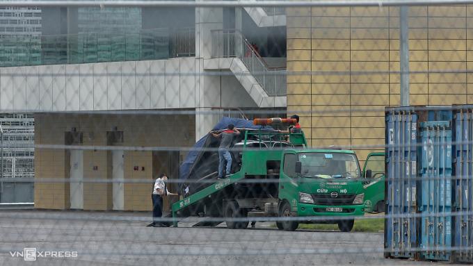 President phủ bạt trước khi rời khỏi đường đua F1, Hà Nội. Ảnh: Lương Dũng