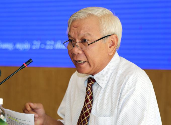 Ông Lê Văn Dẽ, Giám đốc Sở Xây dựng trong phiên họp HĐND tỉnh Khánh Hòa