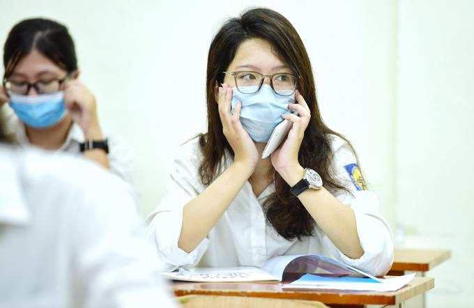 Thí sinh dự thi tốt nghiệp THPT đợt một (ngày 8-10/8) tại Hà Nội. Ảnh: Giang Huy.