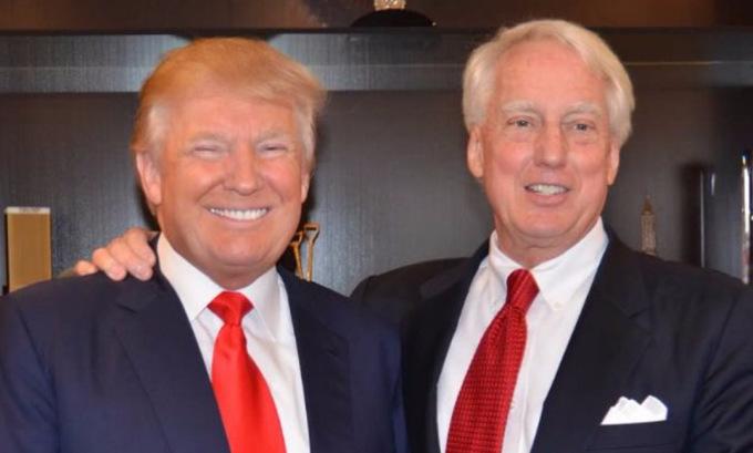 Robert (phải) và Donald Trump tại Tháp Trump, New York, tháng 9/2015. Ảnh: Twitter/DanScavino.