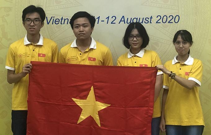Bốn thí sinh tham dự kỳ thi IBO Challenge 2020.