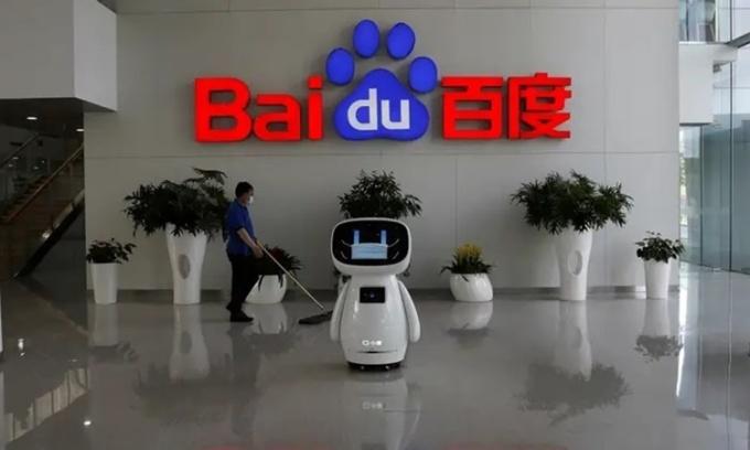 Robot sử dụng trí tuệ nhân tạo được đặt tại trụ sở chính của Baidu ở Bắc Kinh, Trung Quốc. Ảnh: Reuters.