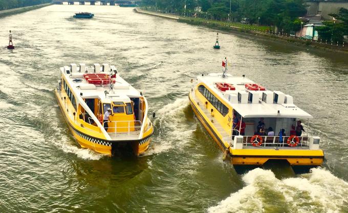 Buýt đường sông số 1 (Bạch Đằng - Linh Đông) là loại hình vận tải hành khách công cộng đường thuỷ mới ở TP HCM. Ảnh: Gia Minh.