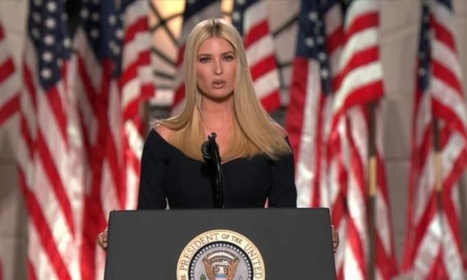 Ivanka Trump, con gái lớn kiêm cố vấn cấp cao của Tổng thống Mỹ Donald Trump, phát biểu tại Nhà Trắng hôm 27/8. Ảnh: ABC.