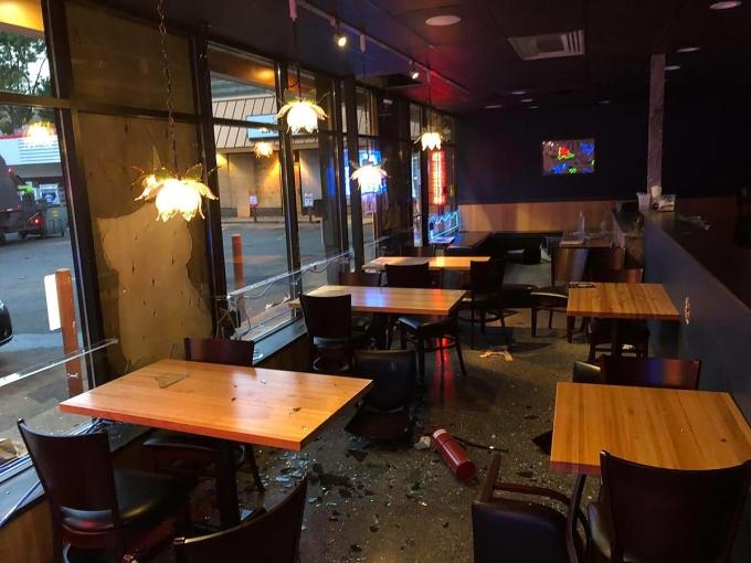 Nhà hàng Lotus ở MinneapolIS sau khi bị cướp phá đêm 26/8. Ảnh: Yoom Nguyễn.