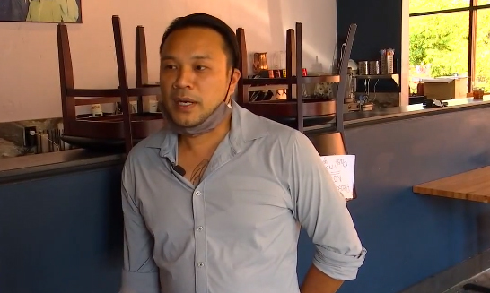 Yoom Nguyễn trong nhà hàng Lotus của anh ở Minneapolis. Ảnh: Fox9.