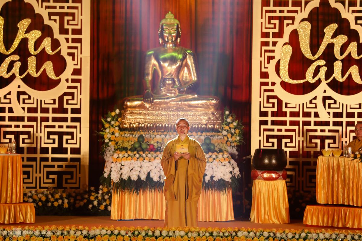 Phật tử lên chùa dự lễ Vu Lan