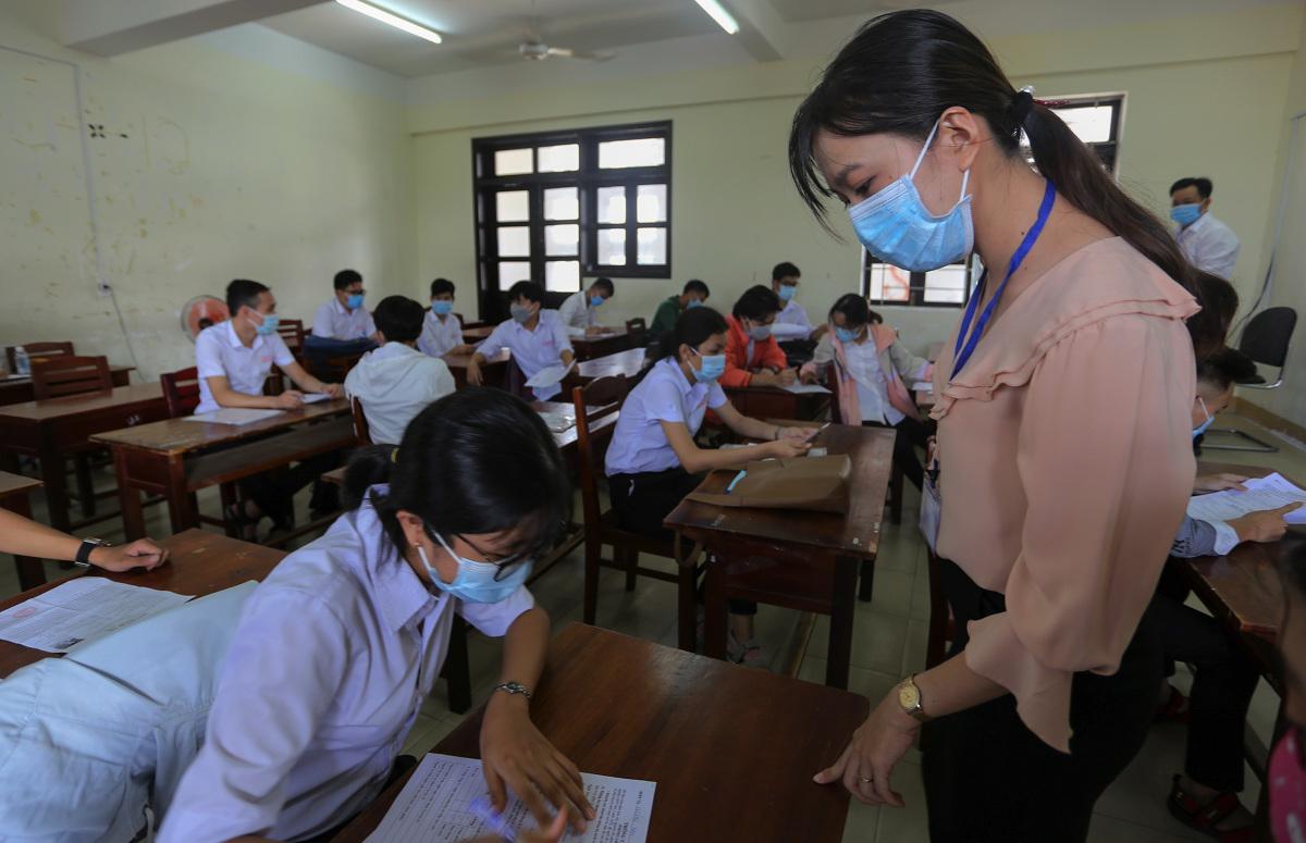Thí sinh làm thủ tục tham dự kỳ thi đặc biệt