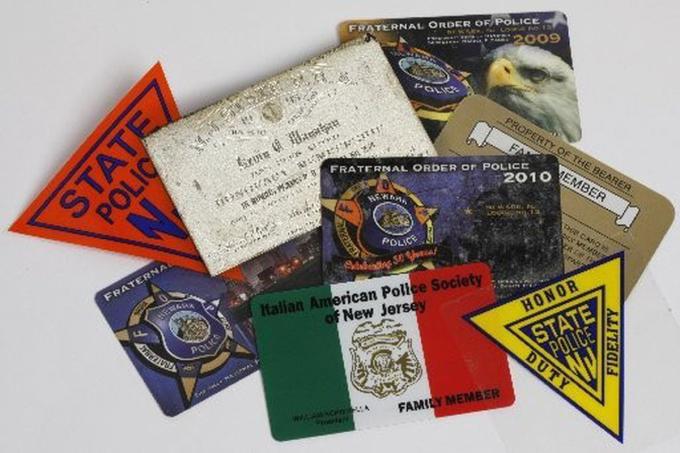 Thẻ đãi ngộ do công đoàn cảnh sát tại bang New Jersey cấp phát. Ảnh: Frances Micklow/The Star-Ledger.