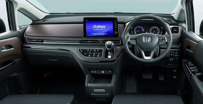 Một số thay đổi ở nội thất, như đồng hồ, hay màn hình cảm ứng giữa táp-lô. Ảnh: Honda