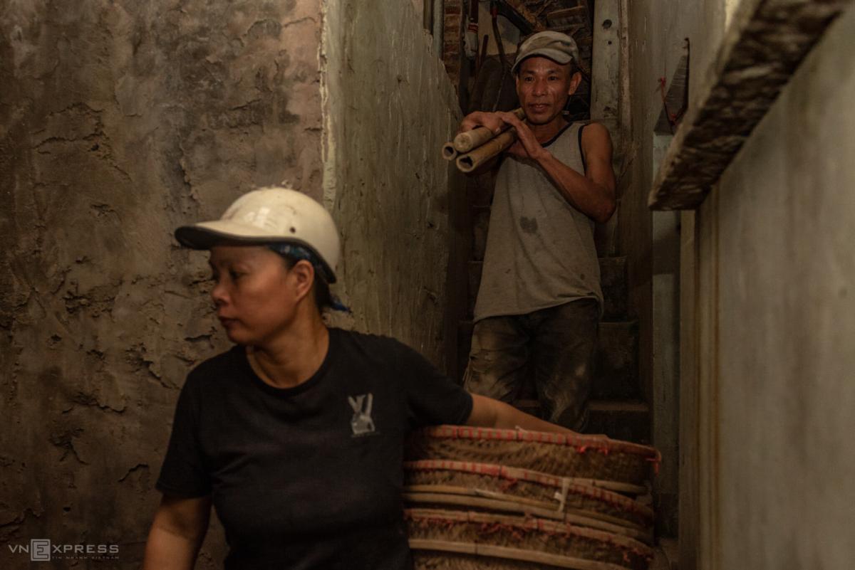 Cặp vợ chồng 12 năm bốc vác ở Hà Nội