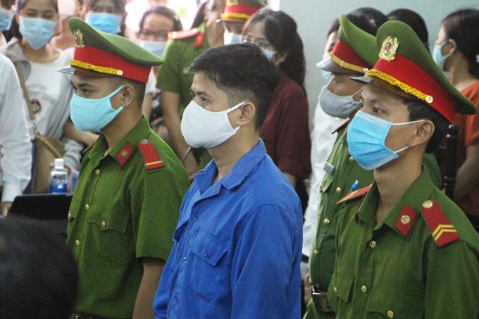 Lê Quang Huy Phương tại phiên tòa sáng 8/9. Ảnh: Võ Thạnh