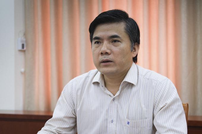 Ông Bùi Văn Linh chia sẻ về các điểm mới trong dự thảo thông tư khen thưởng và kỷ luật học sinh, ngày 10/9. Ảnh: Dương Tâm.