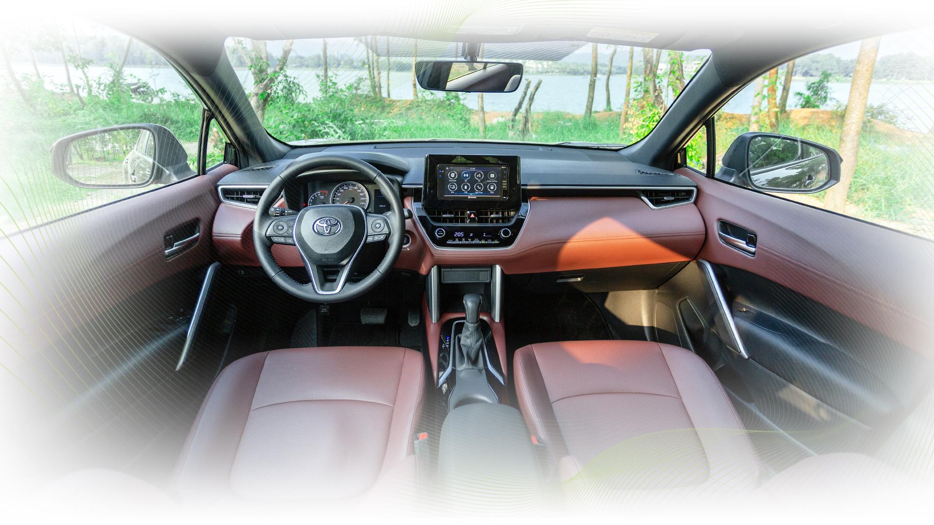 anh3 2628 1599722576 Toyota Corolla Cross bản tiêu chuẩn có gì trong tầm giá 720 triệu