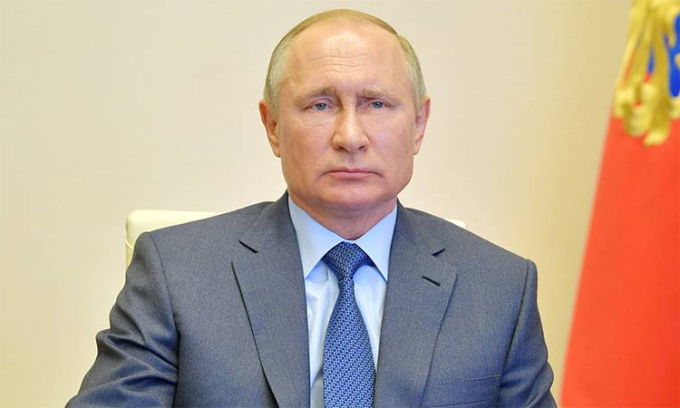 Tổng thống Nga Vladimir Putin trong buổi họp trực tuyến về tình hình Covid-19 ở Nga, ngày 20/4. Ảnh: Điện Kremlin.