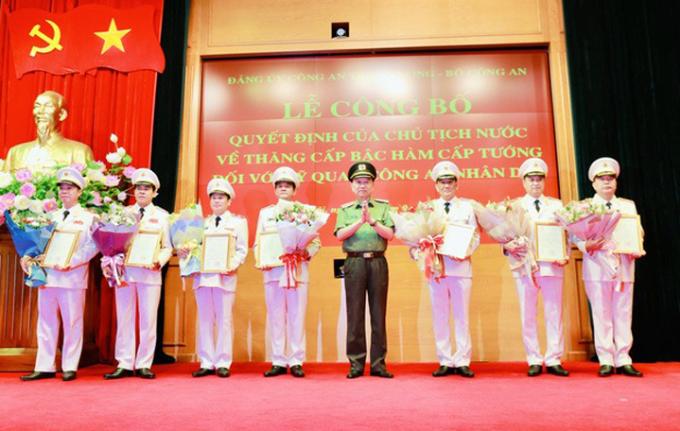 9 sĩ quan công an được thăng hàm cấp tướng