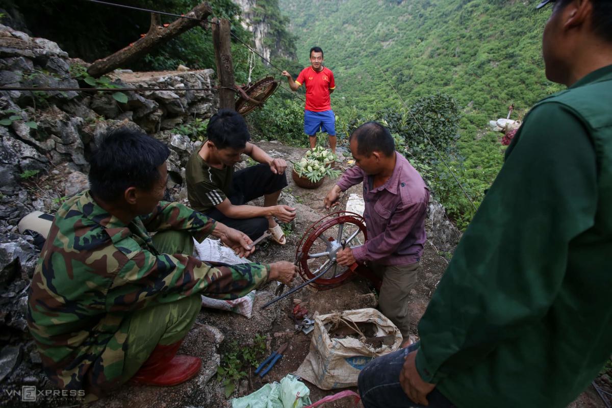 Trèo núi đá thu hoạch na