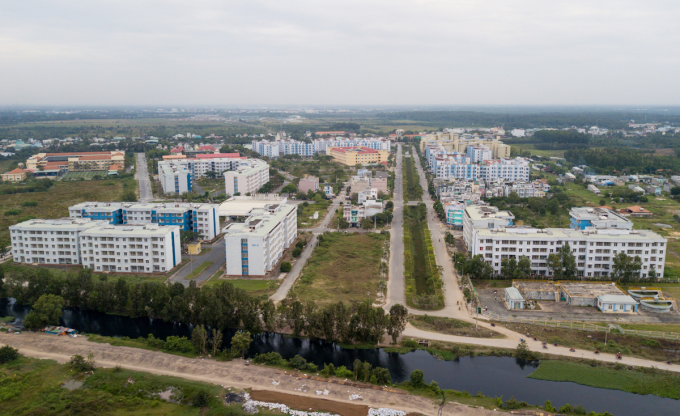 Khu tái định cư Vĩnh Lộc (Bình Chánh) rộng 30 ha, đã xây dựng 45 block cao năm tầng, tổng cộng 1.939 căn hộ, hiện có gần 1.000 căn bỏ trống . Ảnh: Quỳnh Trần.