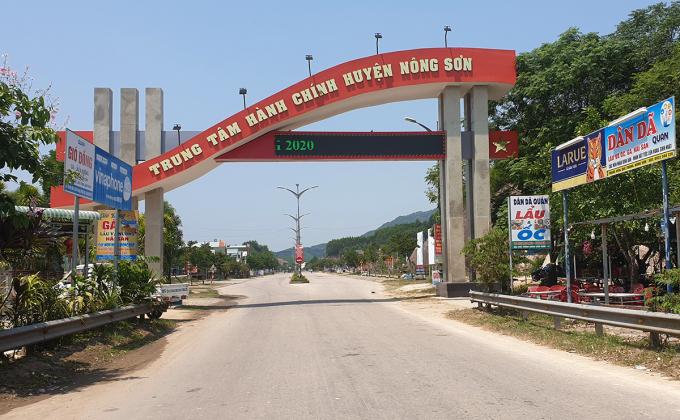 Đường vào khu trung tâm hành chính huyện Nông Sơn. Ảnh: Đắc Thành.