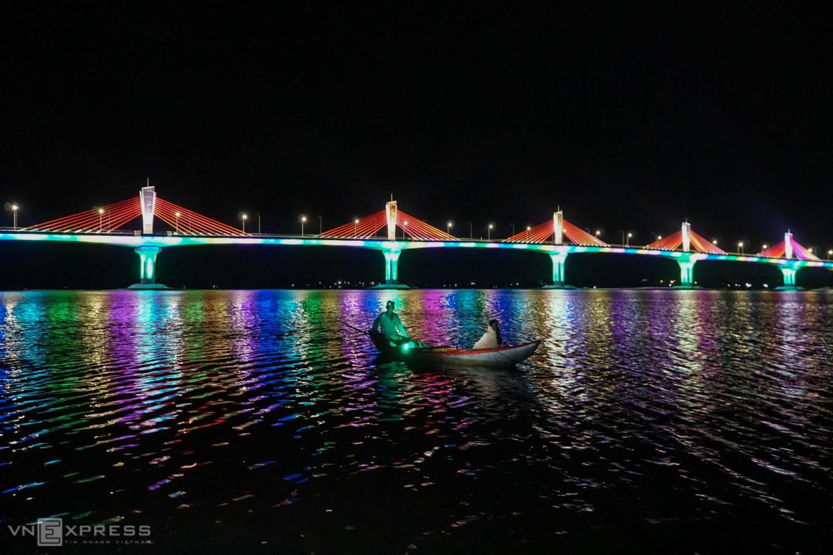 Cầu 2.250 tỷ đồng cuối sông Trà Khúc sắp hoàn thành