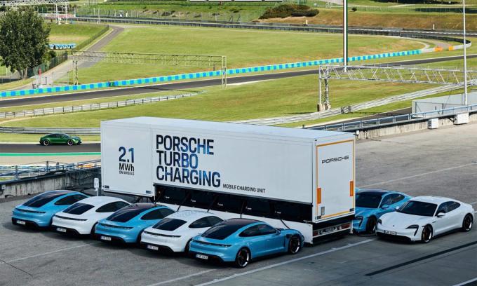 Porsche-1-3087-1600315136.jpg?w=680&h=0&q=100&dpr=1&fit=crop&s=44gQm_mn-snzvXqEPPAozA