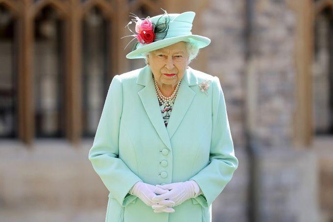 Nữ hoàng Elizabeth tại cung điện Windsor, Anh hồi tháng 7. Ảnh: Reuters.