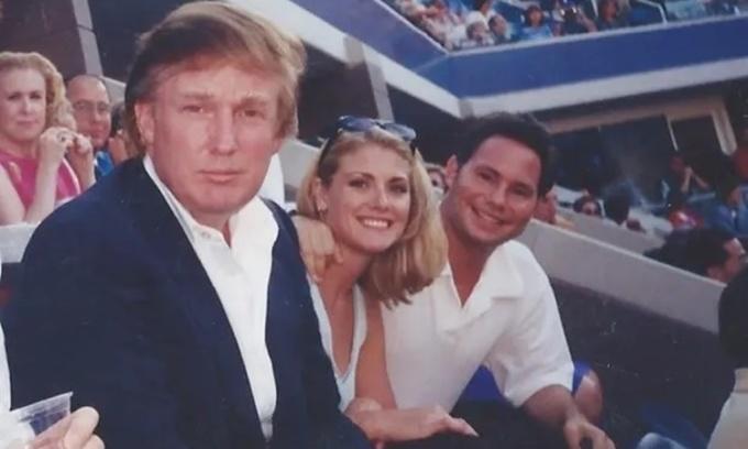 Cựu người mẫu Mỹ tố Trump tấn công tình dục