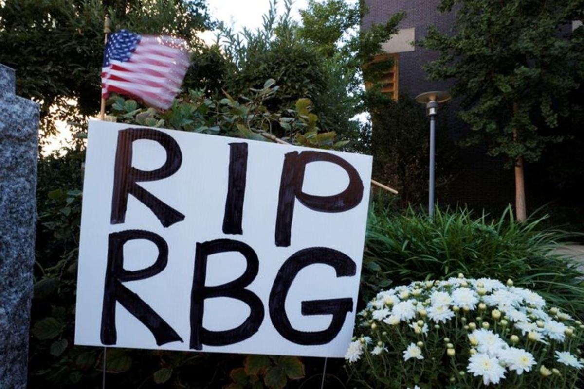 Người Mỹ tưởng nhớ Thẩm phán Ginsburg