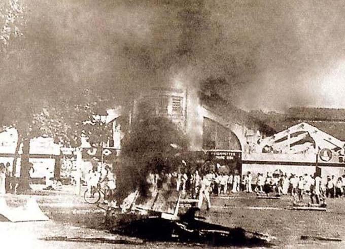 Chợ Bến Thành trong ngày đầu kháng chiến chống thực dân Pháp xâm lược, ngày 23/9/1945. Ảnh: Bảo tàng Lịch sử Việt Nam.