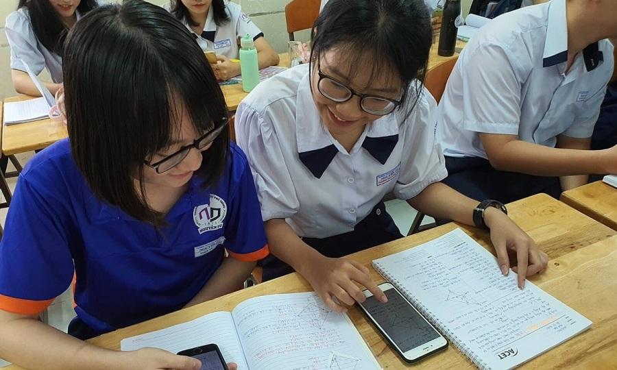 'Không thể cấm học sinh sử dụng điện thoại trong giờ học'