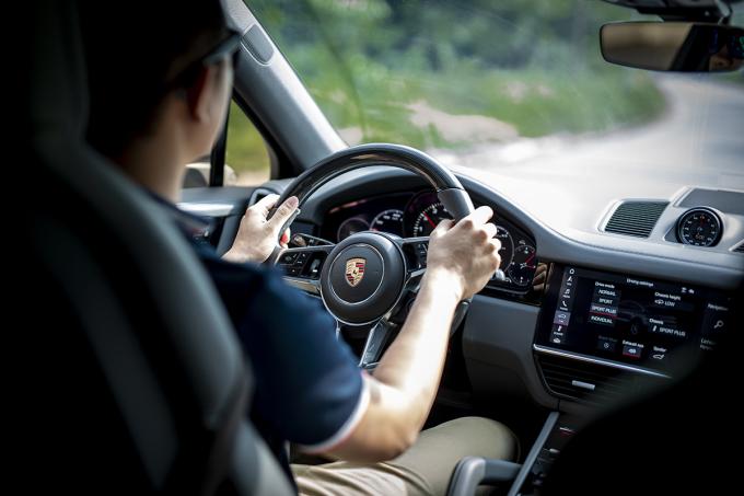 Nội thất Cayenne Coupe tương tự bản tiêu chuẩn. Ảnh: Hiển Nguyễn