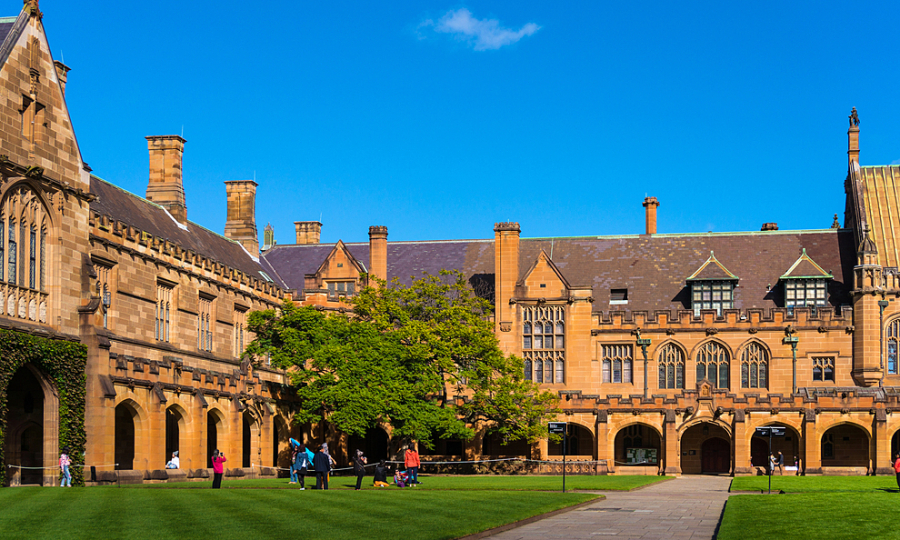 Đại học Australia lo phá sản