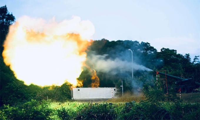 Pháo M59 155 mm của lực lượng phòng vệ Đài Loan khai hỏa trong cuộc diễn tập ở quần đảo Mã Tổ, ngày 25/9. Ảnh: Cơ quan phòng vệ Đài Loan.