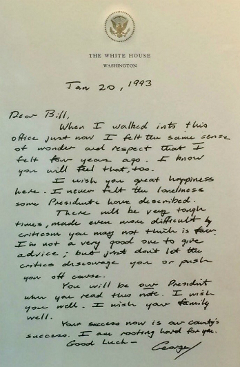 Lá thư George H.W. Bush gửi Bill Clinton năm 1993. Ảnh: ABC.