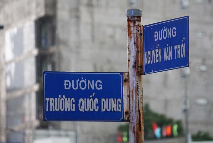 Đường Trương Quốc Dung, đoạn giao với đường Nguyễn Văn Trỗi, quận Phú Nhuận, có tên đúng phải là Trương Quốc Dụng, ngày 24/9. Ảnh: Mạnh Tùng.