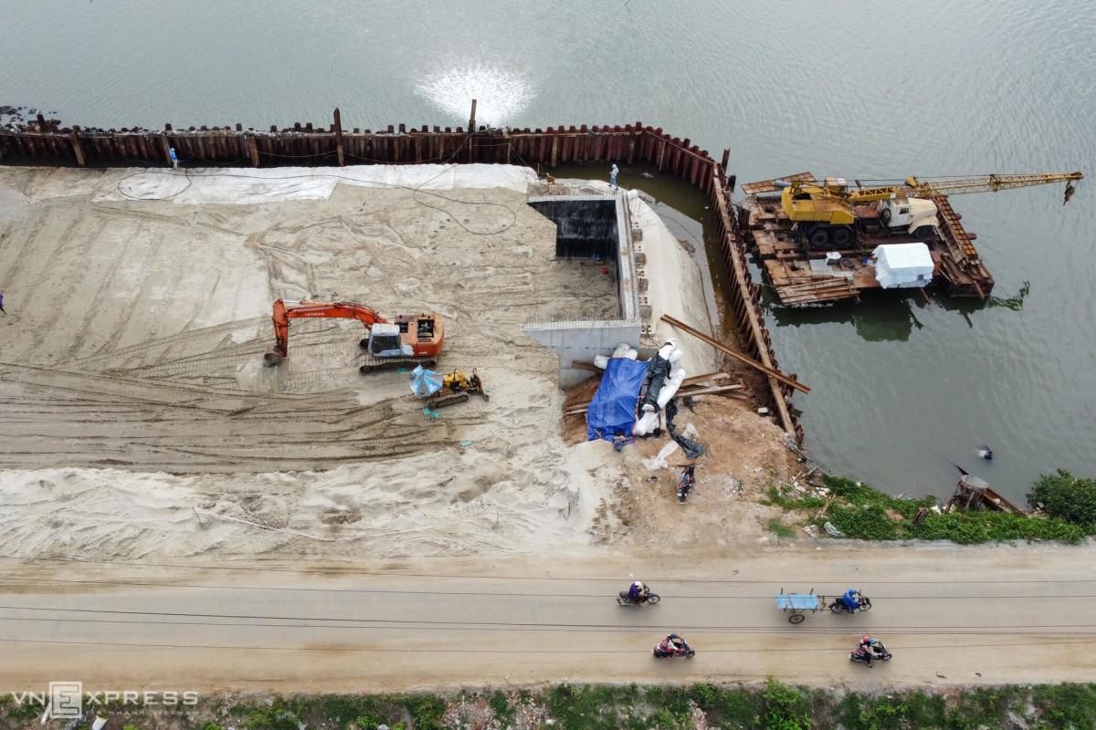Hơn 3 năm chưa xây xong cầu 200 m