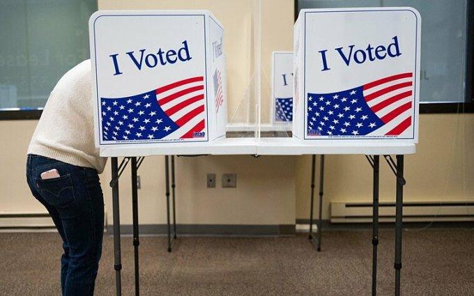 Cử tri bỏ phiếu sớm ở Virginia ngày 18/9. Ảnh: AFP.