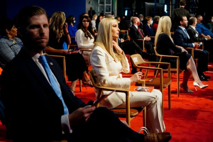 Các con của Trump ngồi ở hàng ghế đầu trong cuộc tranh luận tổng thống ở Ohio ngày 29/9. Ảnh: Washington Post.