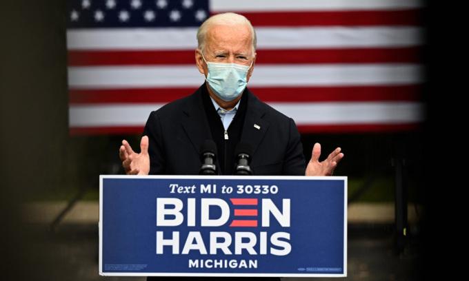 Ứng viên tổng thống đảng Dân chủ Joe Biden phát biểu trong sự kiện vận động tranh cử tại thành phố Grand Rapids, bang Michigan, hôm 2/10. Ảnh: AFP.