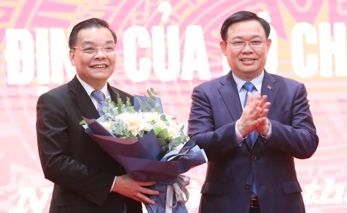 Bí thư Thành ủy Hà Nội Vương Đình Huệ (bìa phải) và Phó Bí thư, Chủ tịch thành phố Chu Ngọc Anh. Ảnh: Ngọc Thành